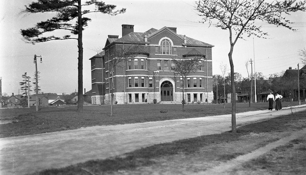 Peterborough_Collegiate_Institute_(1911)